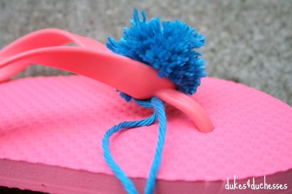 typing pom pom on flip flop