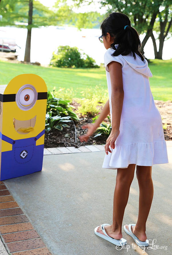 feed the minion party game