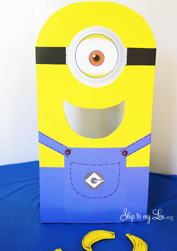 minion toss game