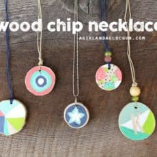 wood-chip-necklace-resized-kids-crafts.jpg