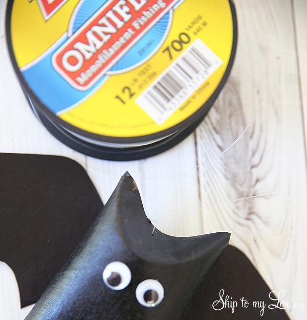 how to hang bat favor