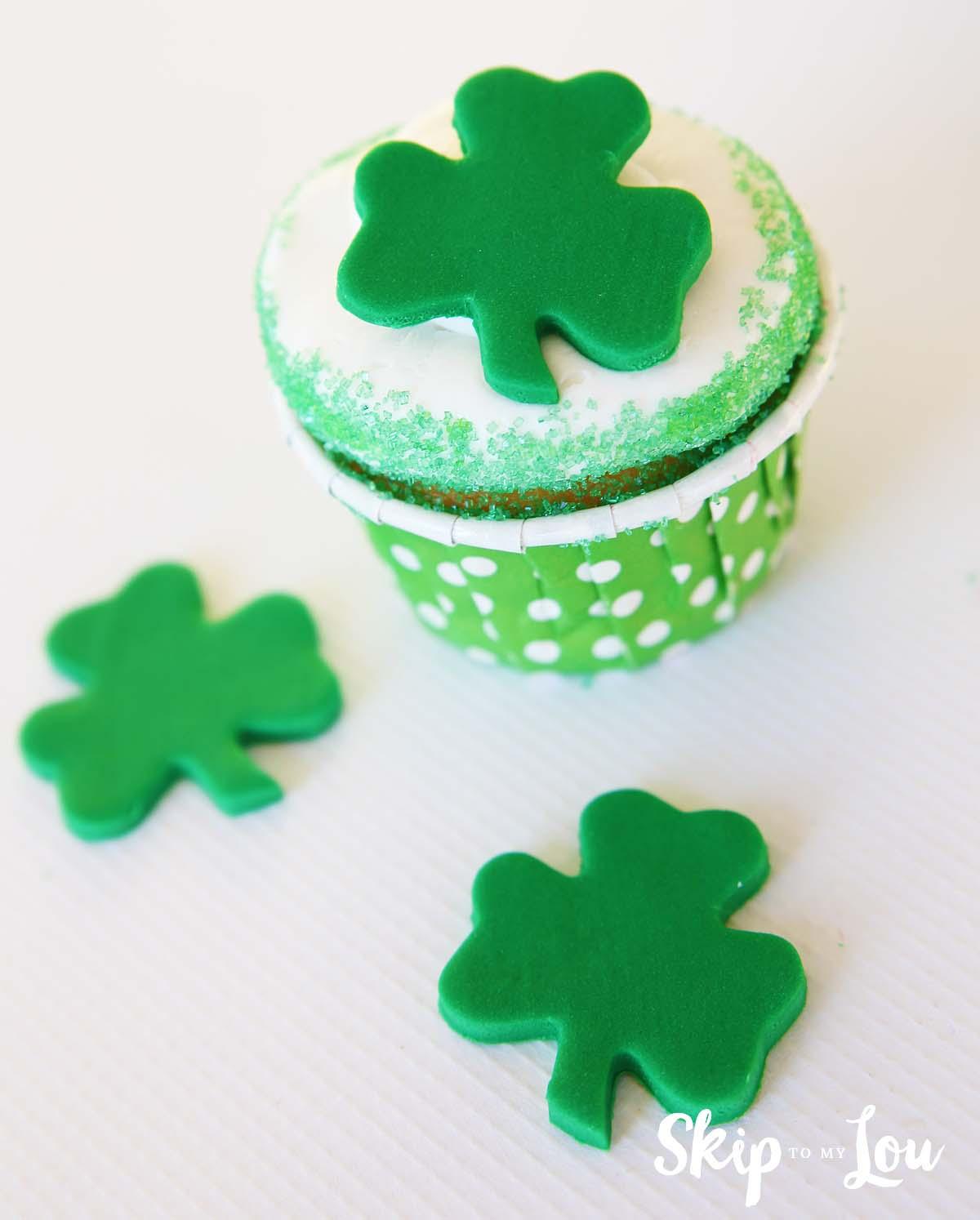 fondant shamrock cupcake toppers