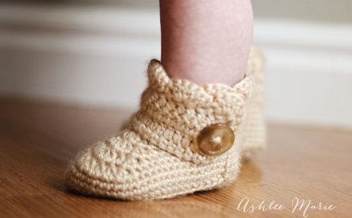 ivory tall crochet wrap around booties on baby feet