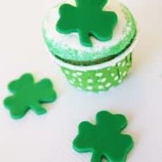 fondant-shamrock-cupcake-toppers.jpg