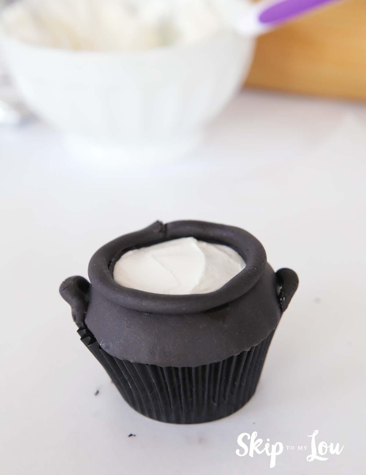 pot of gold - cauldron cupcake idea