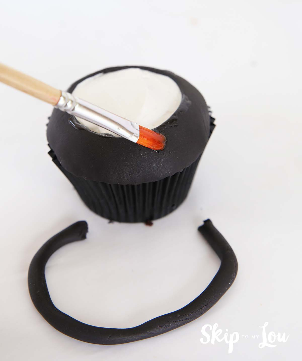 pot of gold - cauldron cupcake tutorial
