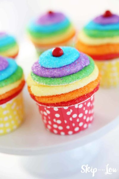 rainbow frosting cupcakes