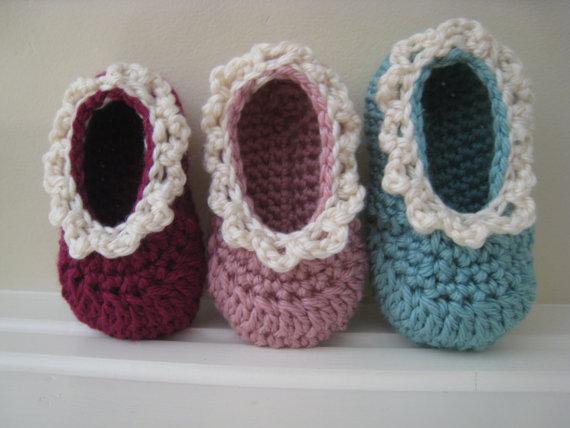 crochet ruffly baby flats