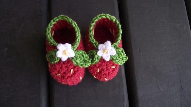 strawberry crochet baby booties