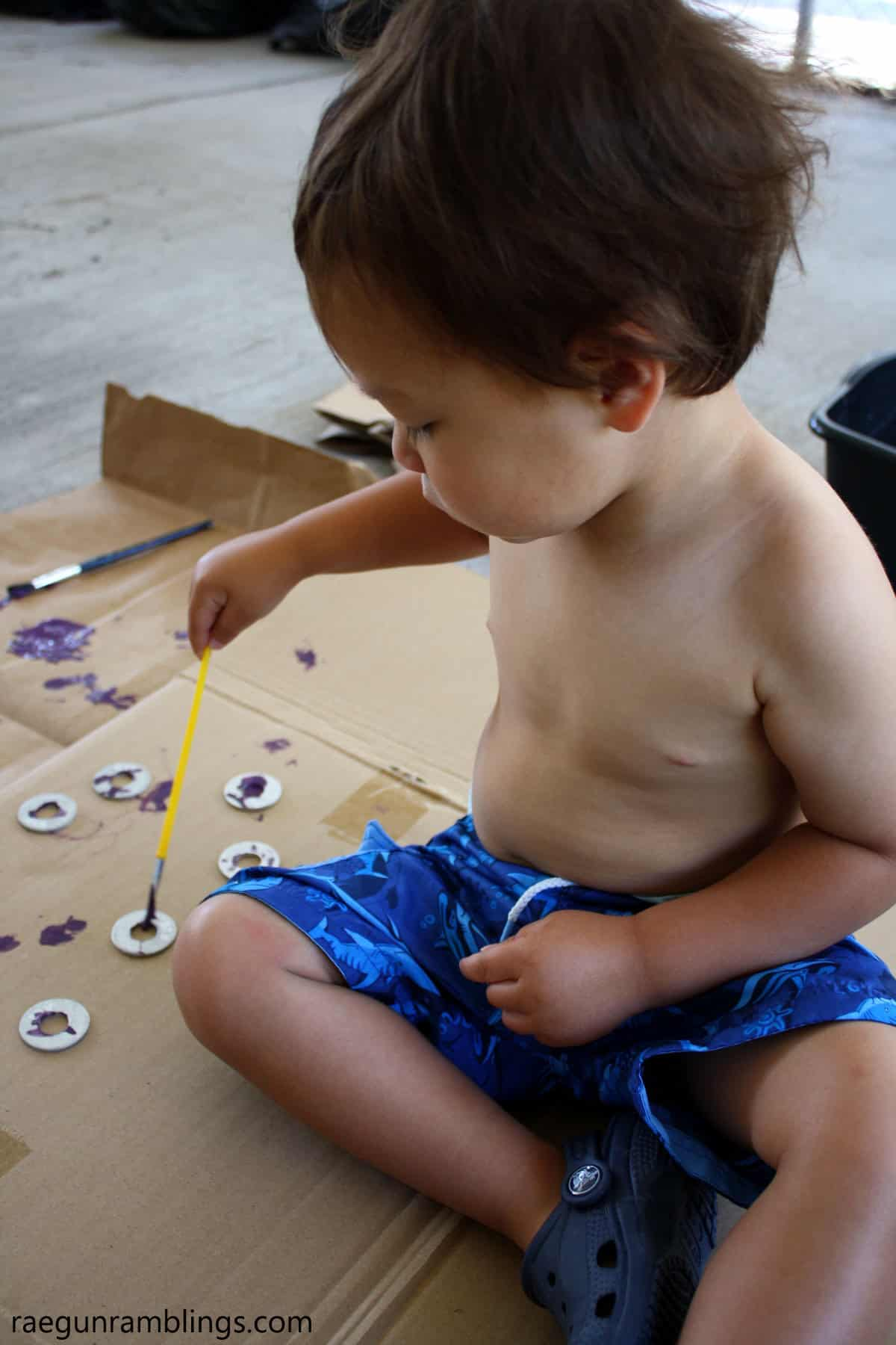 Love this idea! DIy wind chimes that the kids can help make. Great kids activity idea.