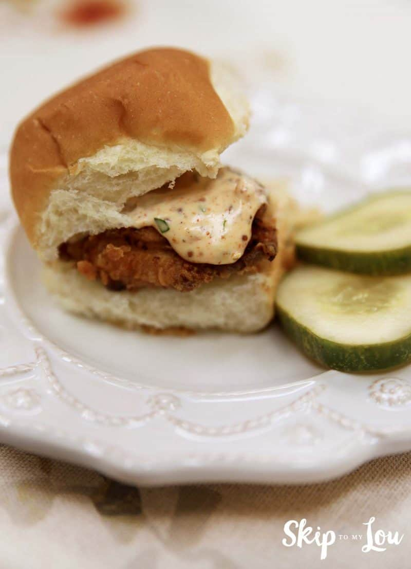 spicy fried chicken slider with spicy mayo