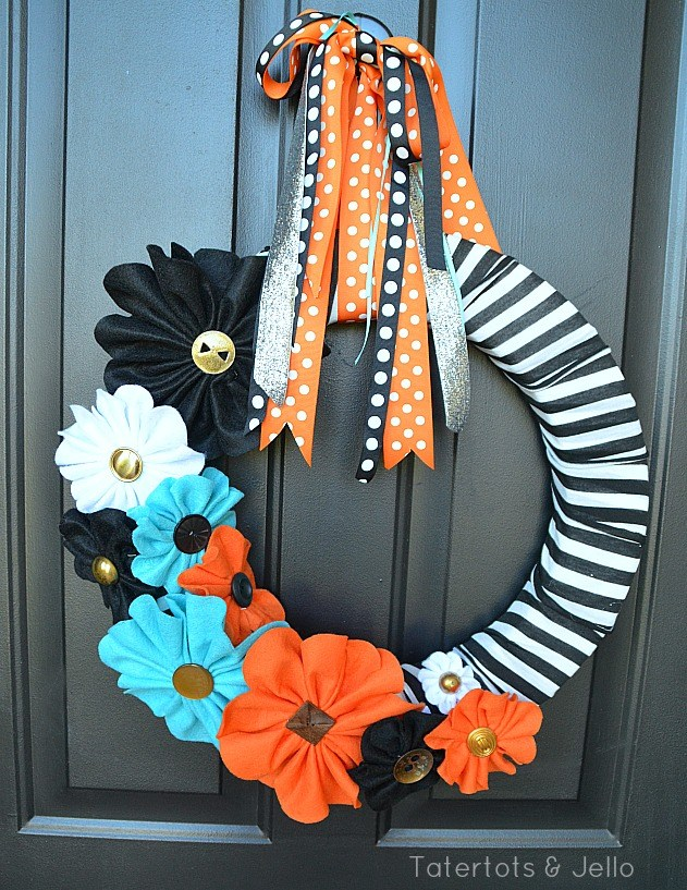 halloween-black-and-white-felt-wreath-at-tatertots-and-jello