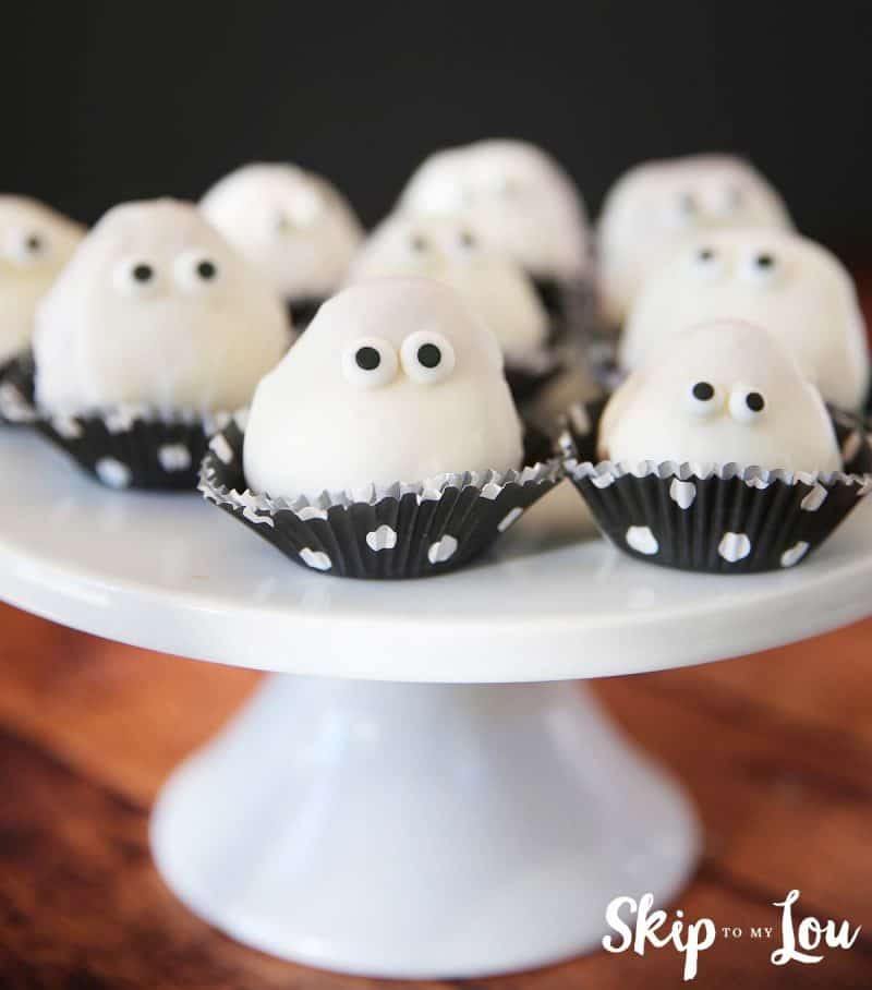 white-chocolate-dipped-strawberries-ghosts