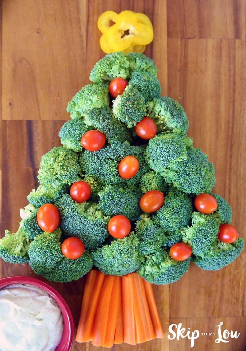 broccoli cherry tomatoes and carrot strips in the shape of a christmas tree
