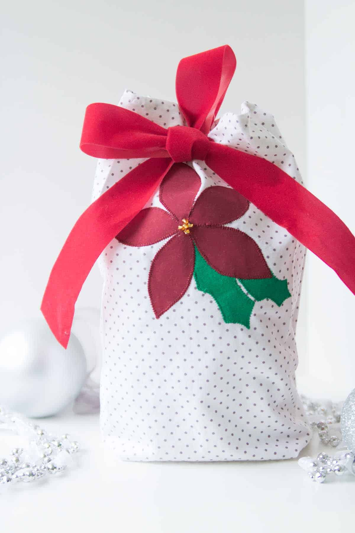 Poinsettia appliquéd gift bag tutorial - sew reusable gift bags and use up your scraps! Sewing tutorial by Melly Sews