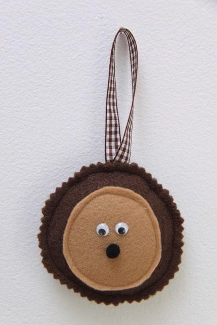 Felt Hedgehog Ornament // SmashedPeasandCarrots.com