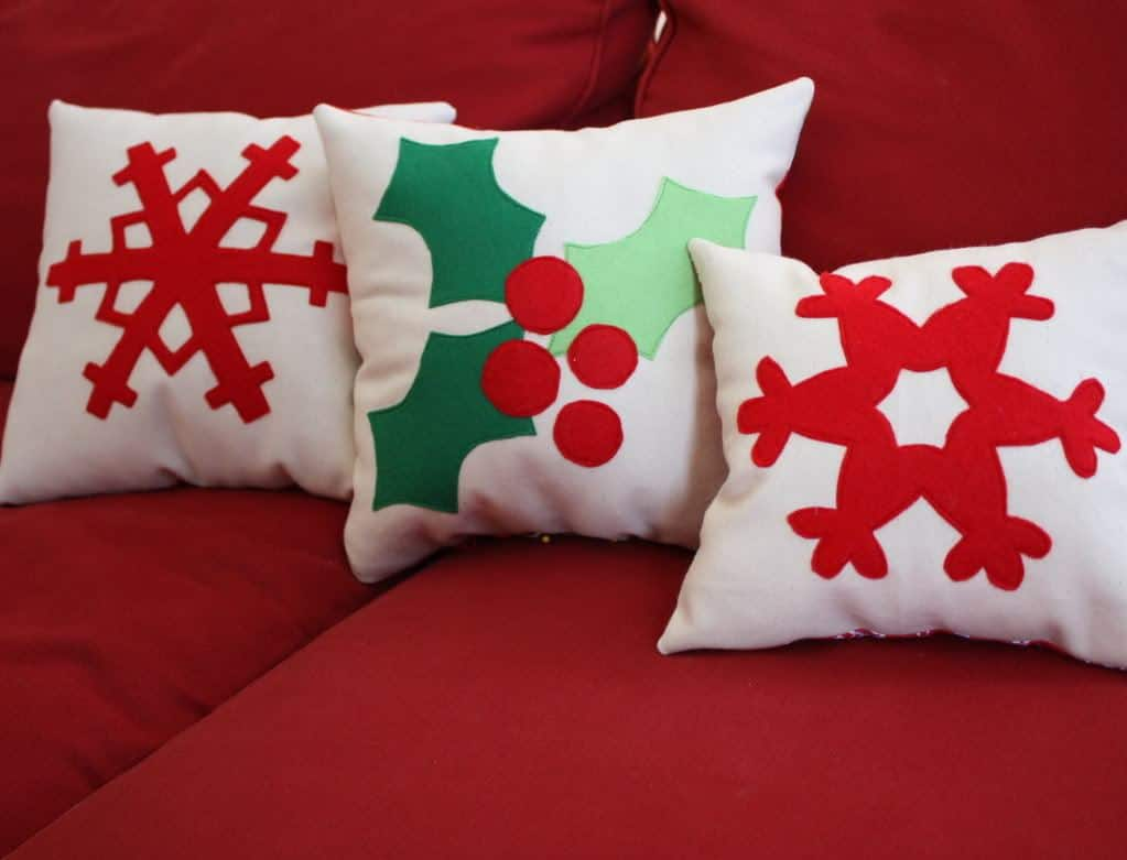 felt-snowflake-christmas-pillow