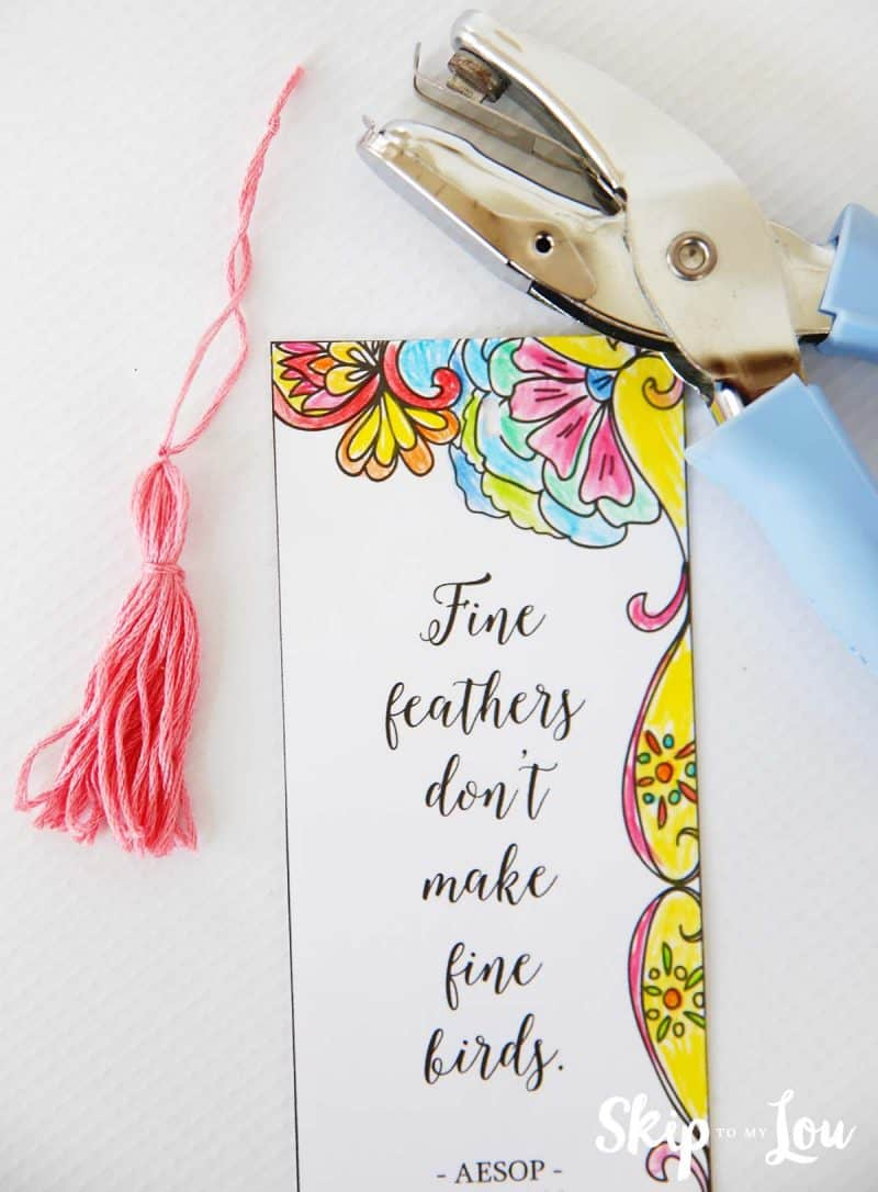 make these coloring bookmarks with inspirational quotes to up your read!