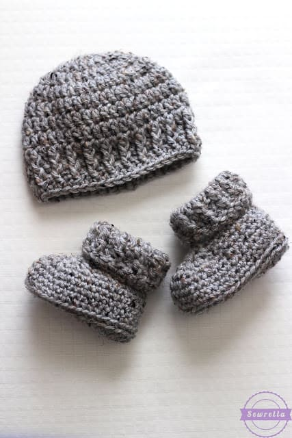 crochet booties and beanie
