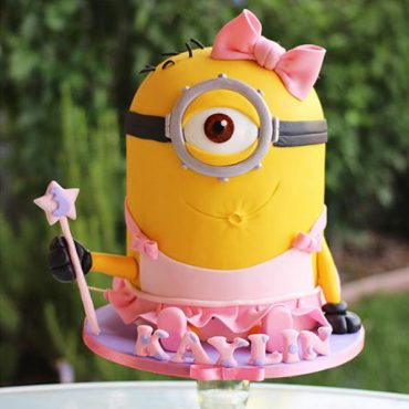 Make A Delightfully Despicable Minion Cake