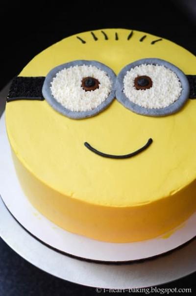 yellow minion cake