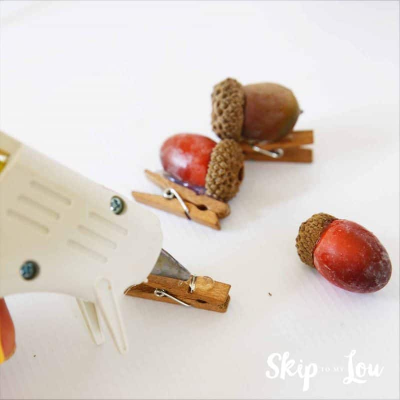 how to make acorn clips