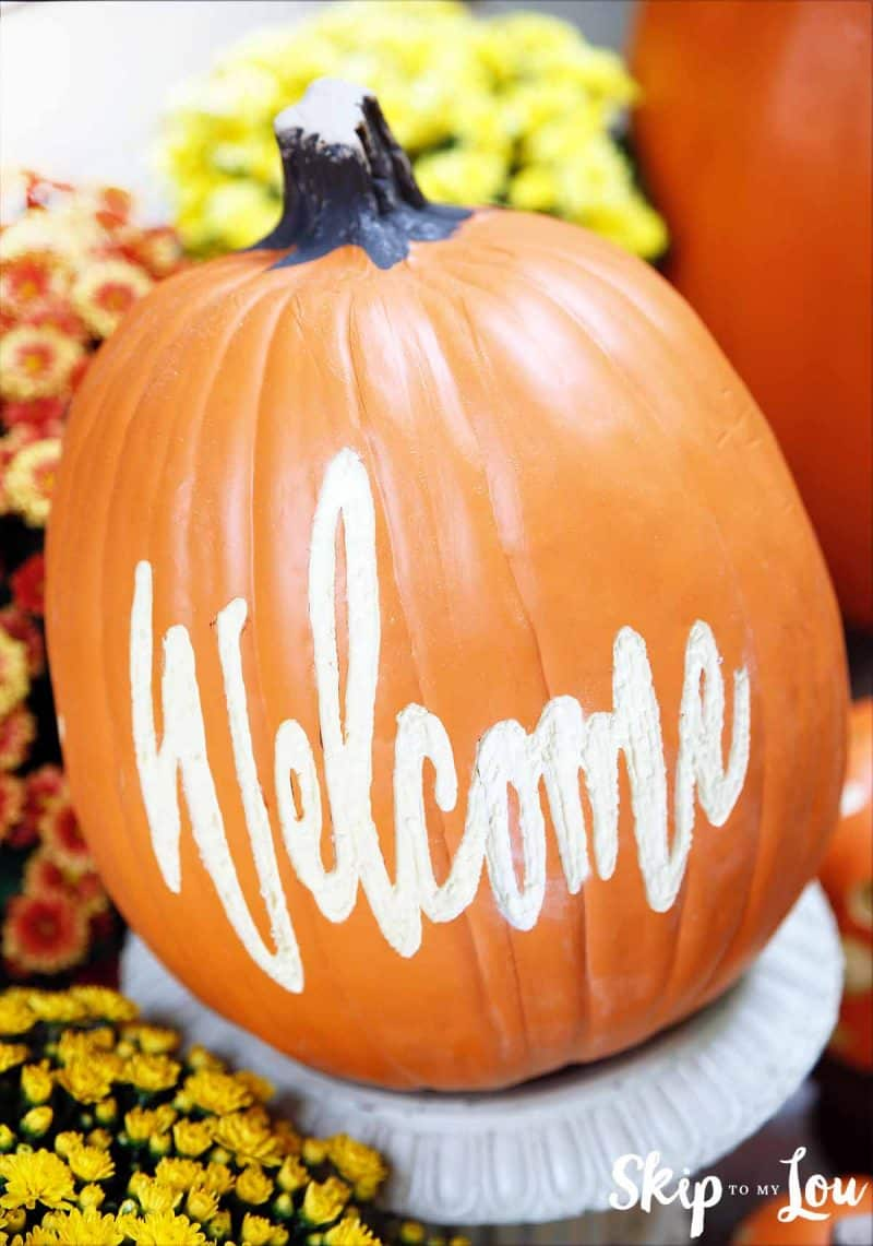 welcome pumpkin fall decorating
