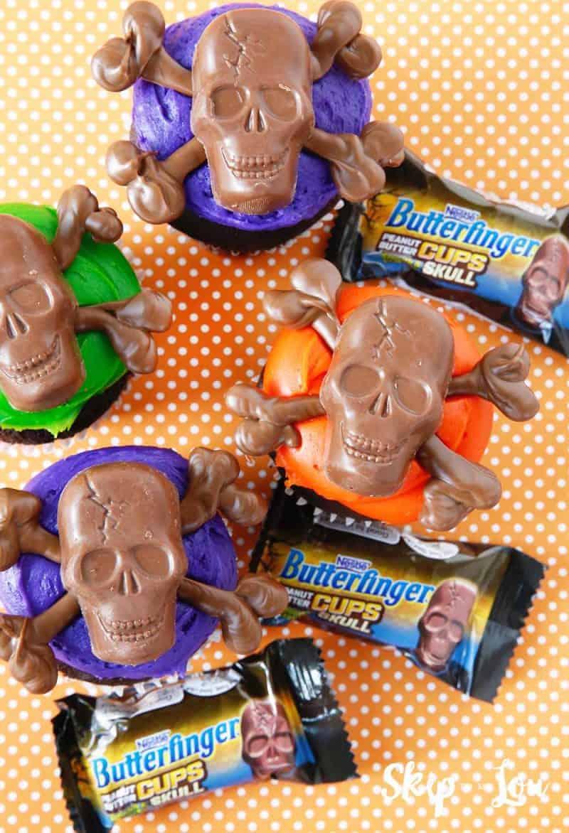 skull and crossbones cupcakes