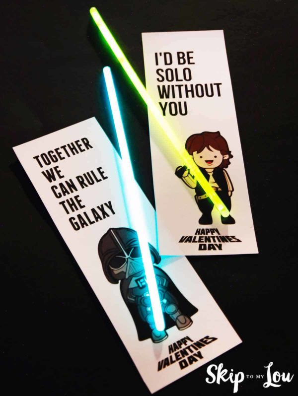 two Star Wars Valentines with Lightsabers