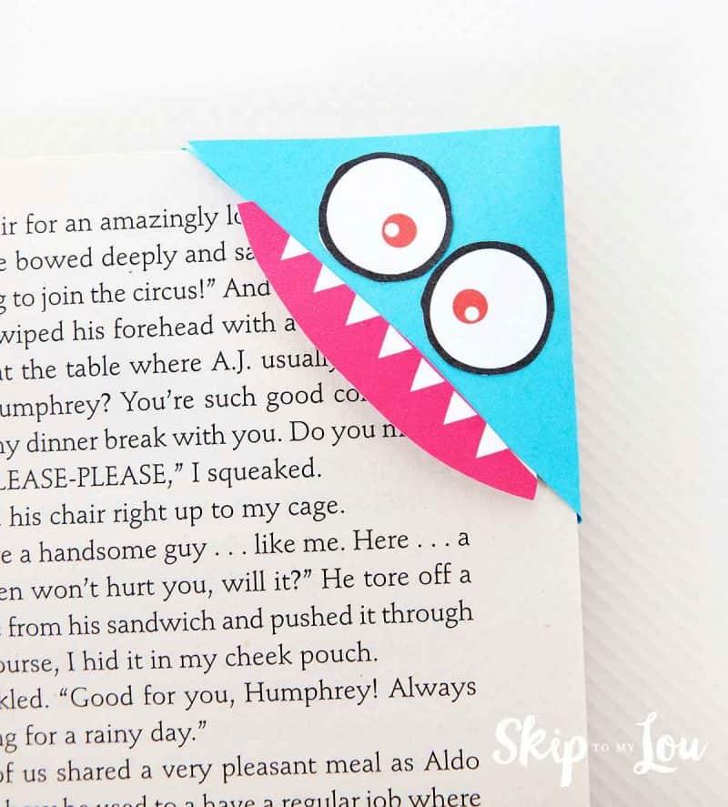 DIY corner bookmark in book