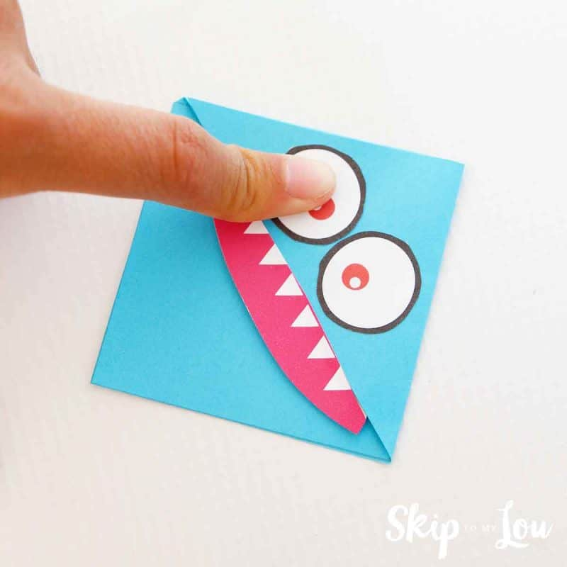 sticking features to corner bookmark