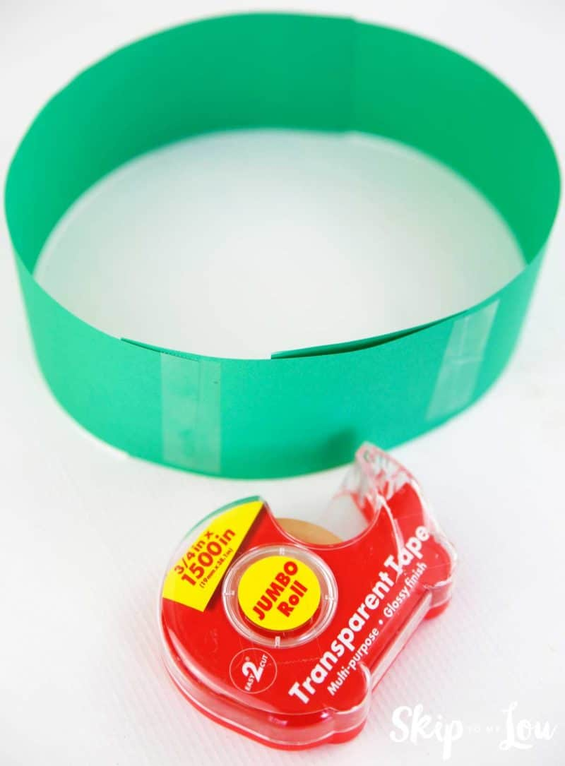 circle of green paper and tape for headband