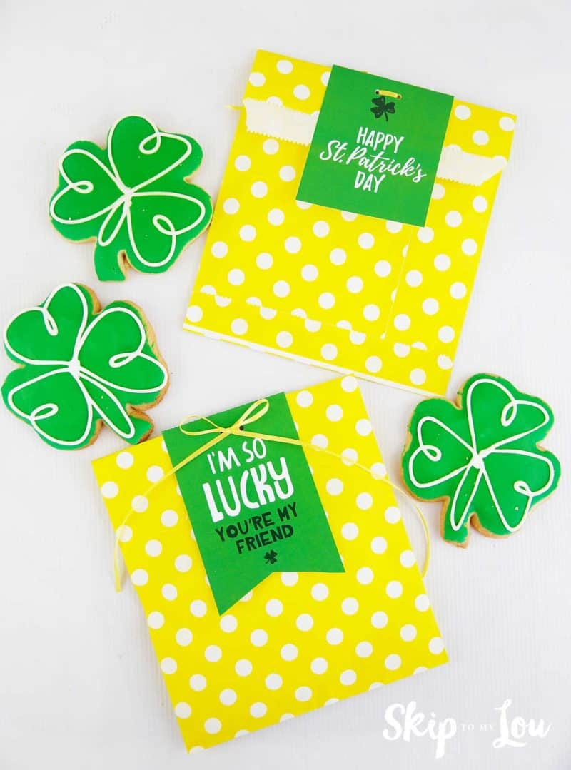 st patricks gift tags on yellow sacks with green shamrock cookies