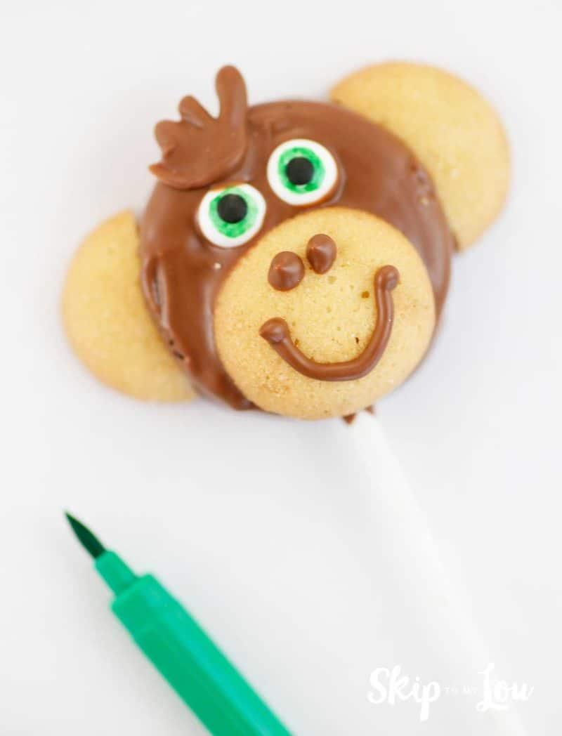 make green eyes on monkey