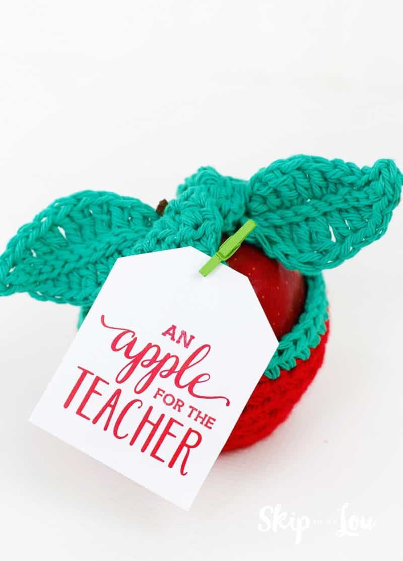 crochet apple cozy with apple for the teacher tag