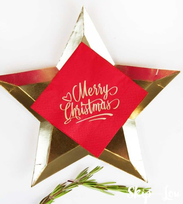 gold star plate with red personalized paper napkin on top