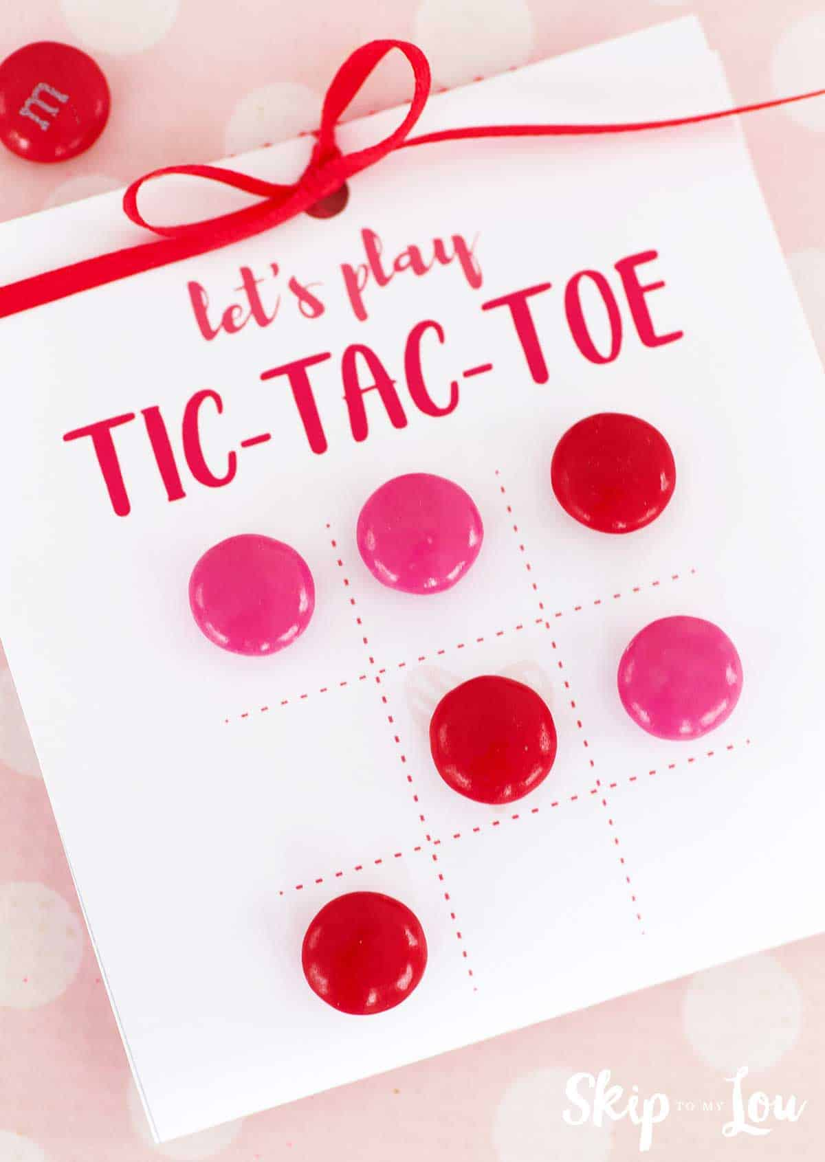 tic tac toe game with candy pieces
