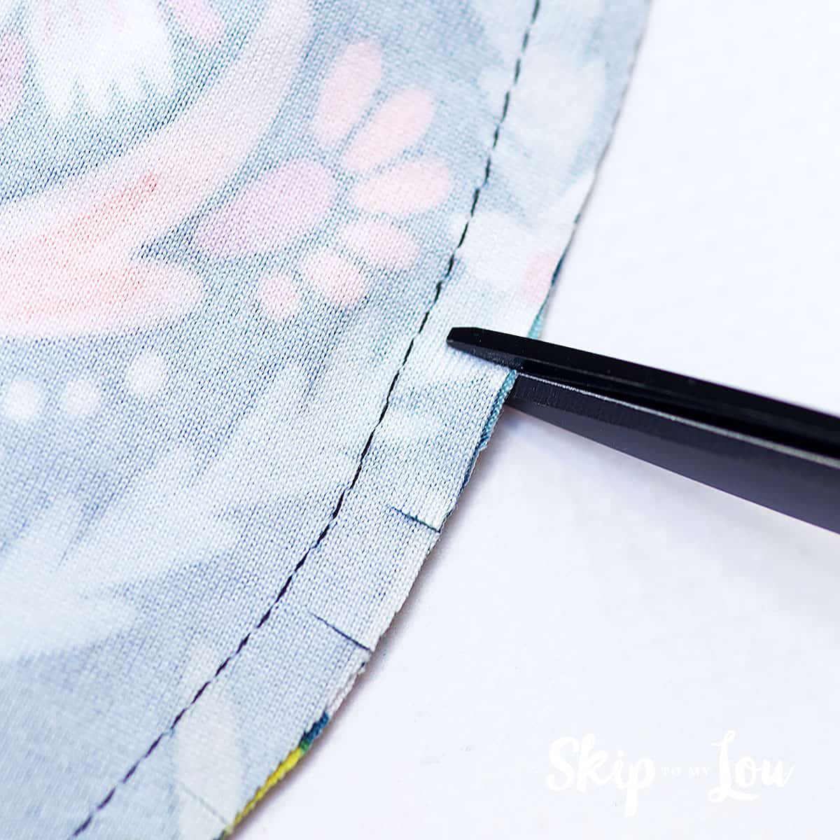 clip curved edge with scissors