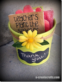 Teacher gift with pot, garden gloves and seeds