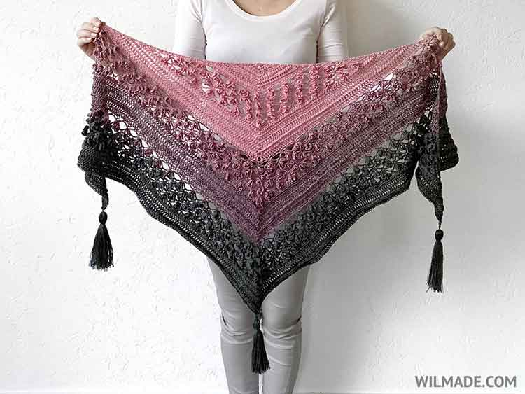 crochet triangle scarf with tassels